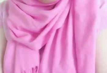 Мусульманка показывает большие сиськи на камеру